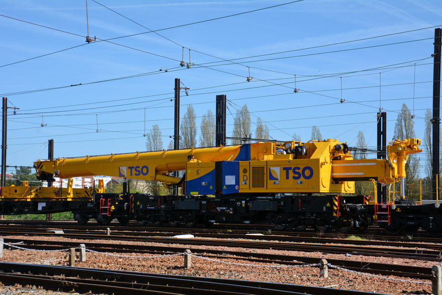 (5) 99 87 9 319 508-7 (2018-04-17 Trappes) (1).jpg