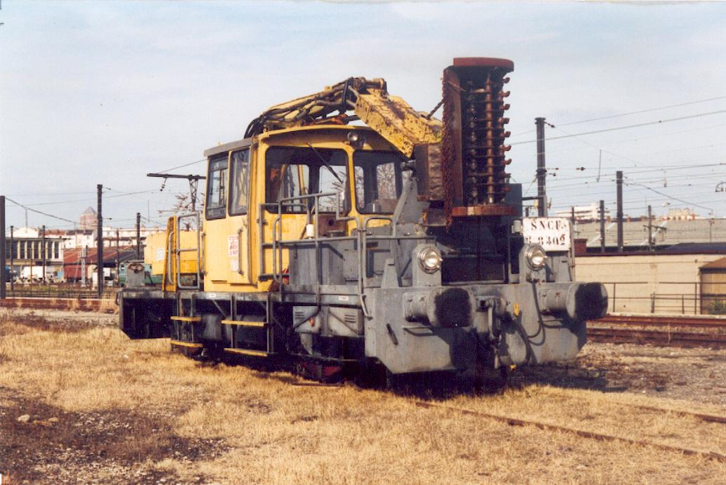 SNCF DEBROUSSAILLEUSE1.jpg